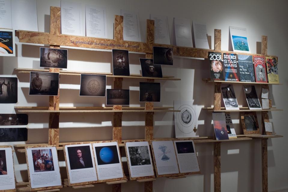 Reference library for Gravedad de los Asuntos (Matters of Gravity). Photo Rodrigo Hernández.
